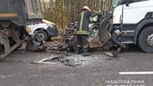 Затиснуло між двома вантажівками: у страшній ДТП під Уманню загинули люди – фото