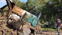 В Бразилии автобус врезался в грузовик: жертвами стали уже 37 человек, – видео
