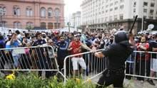 Під час прощання із Марадоною у Буенос-Айресі виникли сутички: церемонію перервали