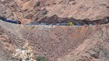 В Перу микроавтобус слетел в овраг: много жертв и пострадавших
