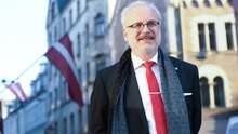 Президент Латвії просив сейм не підвищувати йому зарплату