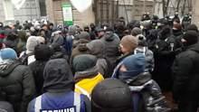 ФОПи перекрили входи та виходи з Ради: виникли сутички – відео