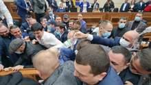 Сутички під час сесії Одеської облради: депутати блокують трибуну ще зранку