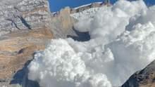 Туристов в Непале утром разбудила огромная снежная лавина: захватывающее видео