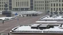 У центрі Мінська чоловік влаштував самопідпал: відео 18+