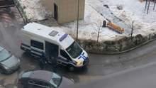 До квартир Навальних прийшли з обшуками: відео