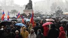 Ситуація у Вірменії загострюється: над центром Єревана літають винищувачі – відео