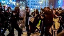 В Іспанії тривають жорстокі протести: підпалили авто поліції – відео