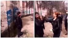 """""""Просто так"""": у Криму школярі напали на дівчинку кримськотатарської національності"""