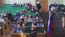 В годовщину оккупации Славянска в зал местного совета внесли российский флаг: видео