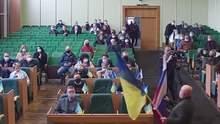 Активіст пояснив, для чого приніс прапор Росії у міськраду Слов'янська