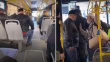 """""""Понаїхали тут"""": у Сімферополі росіянин накинувся на кримчанку – відео"""