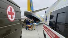Раненых на востоке Украины военных эвакуировали из Харькова во Львов: фото