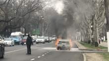 Возле Одесской ОГА во время движения загорелся автомобиль: видео