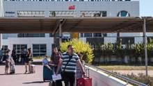 Після зупинки авіасполучення росіяни застрягли в Туреччині: Ростуризм вирішив на цьому заробити