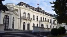 Чехия высылает 18 российских дипломатов, связанных с разведкой