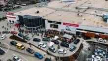 В Івано-Франківську відкриття McDonald's обернулось в хаос: великі черги та затори – фото, відео