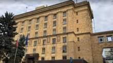 Москва запретила чешскому посольству нанимать граждан России