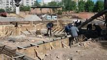 Трагическая смерть на стройплощадке в Одессе: 20-летнего парня засыпало грунтом