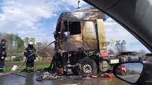 На трассе Харьков – Ахтырка на ходу загорелась фура: фото, видео