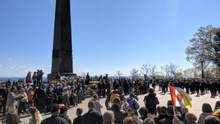 Из-за портрета Жукова на марше в Одессе начались столкновения с полицией: видео