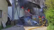 Вогонь було видно за десятки кілометрів: в Івано-Франківську вирувала масштабна пожежа – відео