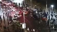 В Израиле жестоко избили арабского водителя, который не смог убежать от толпы: видео