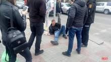 Вырвал из рук ящик для пожертвований и пытался убежать: в Ровно неизвестный напал на священника