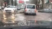Одесу затопило: в центрі міста плавають машини – відео