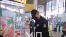 """В Днепре копы """"задержали"""" парня за отсутствие маски: у него сотрясение мозга – видео"""