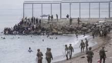 Рекордное количество нелегалов: Испания стягивает войска к границам с Марокко из-за мигрантов