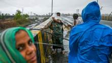 """Новая трагедия в Индии: из-за циклона """"Тауктае"""" погибли 27 человек – жуткое видео"""