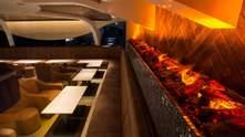 Электрокамины в интерьере: как выглядят отели и рестораны с таким дизайном