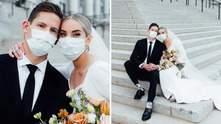 20 фото от пар, чьи свадьбы из-за карантина прошли не так, как они планировали: милые фотографии