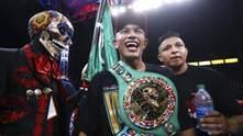 Заставил остановить бой: чемпион WBC Берчельт брутально забил соперника – видео