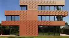 Сингапурские мотивы и вид на Монблан: фото оранжевого дома-близнеца в Швейцарии