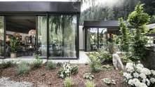 Виринає з-під землі – проєкт житлового комплексу із видом на сад у Італії: фото