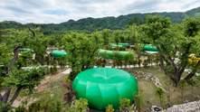 Жизнь в павильоне: в Корее открыли отель, где номера разбросаны по лесу – фото