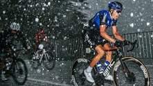 Вся спина побита: у Франції на велосипедистів обрушився жахливий град – моторошні фото