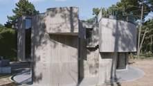 Житло інтроверта: в Португалії побудували масивний закритий будинок з басейном на даху – фото