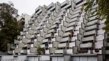"""Пелюстки з бетону та фасад-сходи: 5 найкрасивіших """"брутальних"""" будівель Європи – фото"""