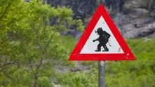 Дивно і смішно: незвичайні дорожні знаки у різних країнах світу, про які ви й не здогадувалися
