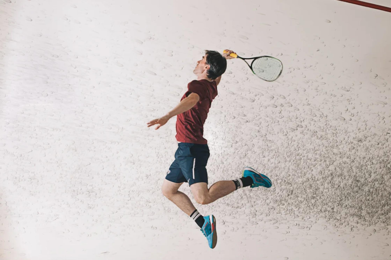 Сквош несколько напоминает теннис