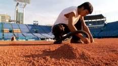 Працівники стадіону, які створюють територію слави для спортивних подій