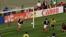 Найкурйозніші м'ячі футбольних зірок, забиті у власні ворота