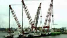 """Як величезний """"морський монстр"""" підіймає багатотонні судна"""
