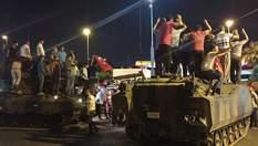 В Турции хотят арестовать еще более 300 военных