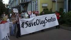 У Києві закликали Меркель та Макрона допомогти звільнити Сенцова: фоторепортаж з акції