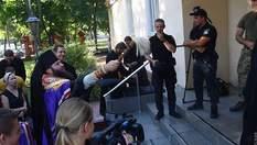 В Одессе священники УПЦ МП попытались проникнуть на территорию Военной академии: фото