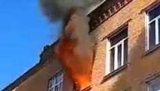 У Хмельницькому загорілась школа: полум'я зняли на відео